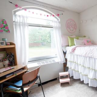 dorm room for freshmen women